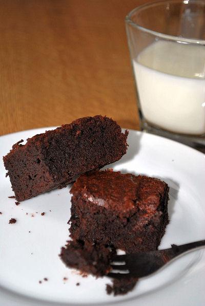 saftige Brownies mit Schokolade und Kakao