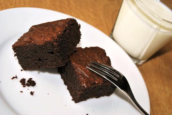 saftig Brownies mit Schokolade und Kakao