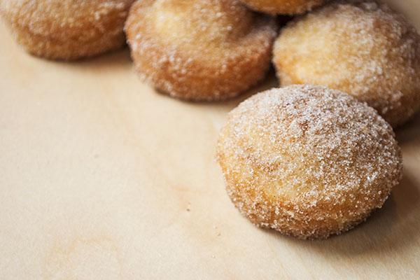 muffins die wie donuts schmecken mit zucker und zimt