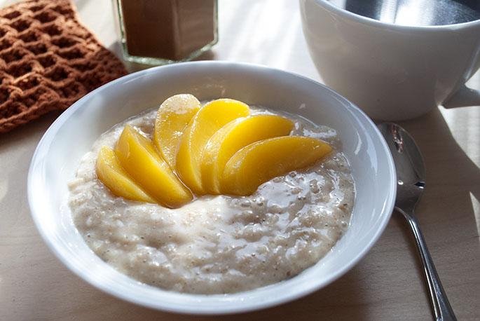Pfirsich-Oatmeal mit Zimt
