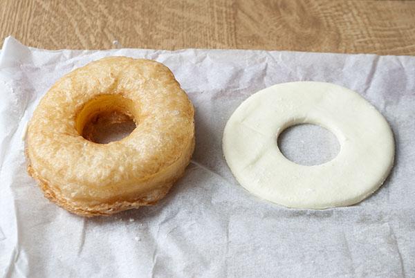 Cronuts mit Vanilleglasur