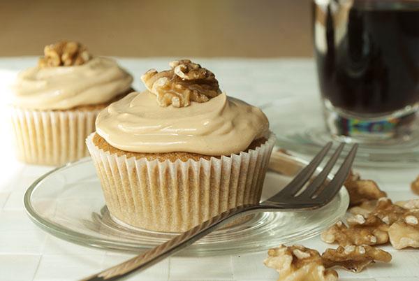 Kaffee Walnuss Cupcakes Mit Frischkase Frosting Kaffee Cupcakes