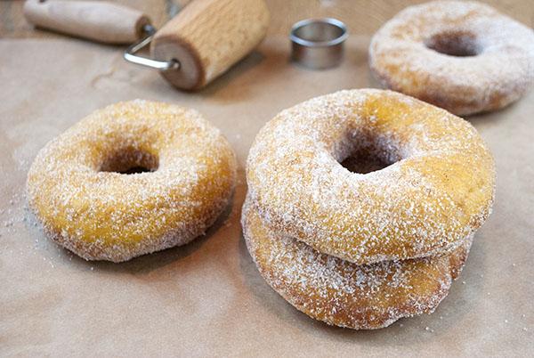 Kürbis-Gewürz-Donuts