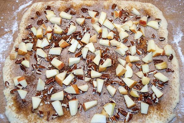 Schnelle Zimt-Schnecken mit Apfel und Pecankernen