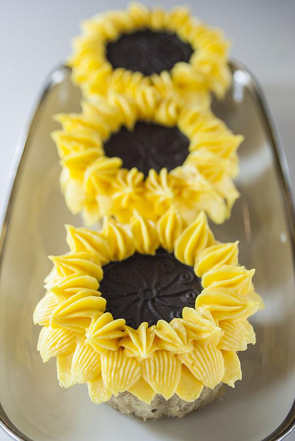 Sonnenblumen-Cupcakes für den Frühlingsanfang