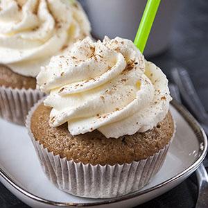 Chai-Cupcakes mit Sahnehaube