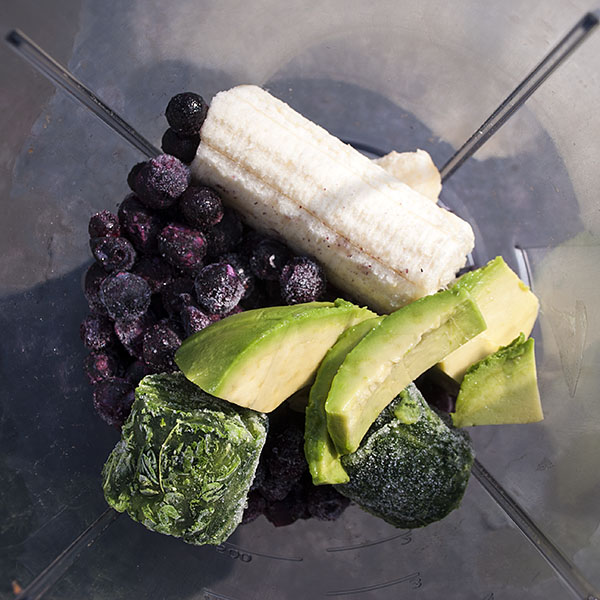Grüner Blaubeer-Avocado-Smoothie