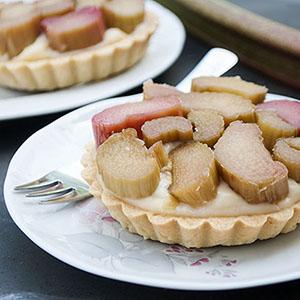 Rhabarber-Tartelettes mit Pudding-Creme