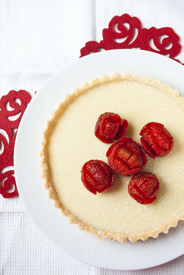 Weiße Schoko-Kokos-Tarte mit frischen Erdbeeren