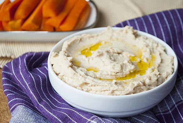 Einfacher Hummus aus weißen Bohnen