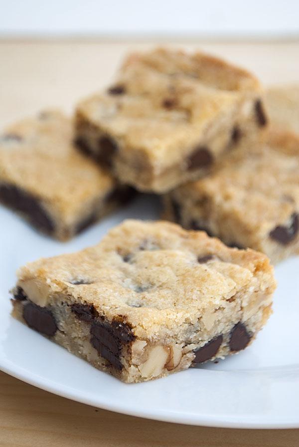 Chocolate Chip Cookie Bars mit Walnüssen