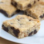 Chocolate Chip Cookie Bars mit Walnüssen
