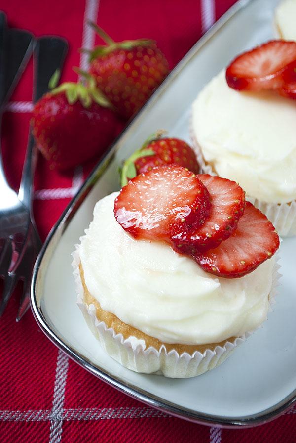 Sommerliche Erdbeer-Frischkäse-Cupcakes