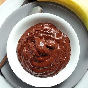 Veganer zuckerfreier Schoko-Pudding aus Avocado und Bananen