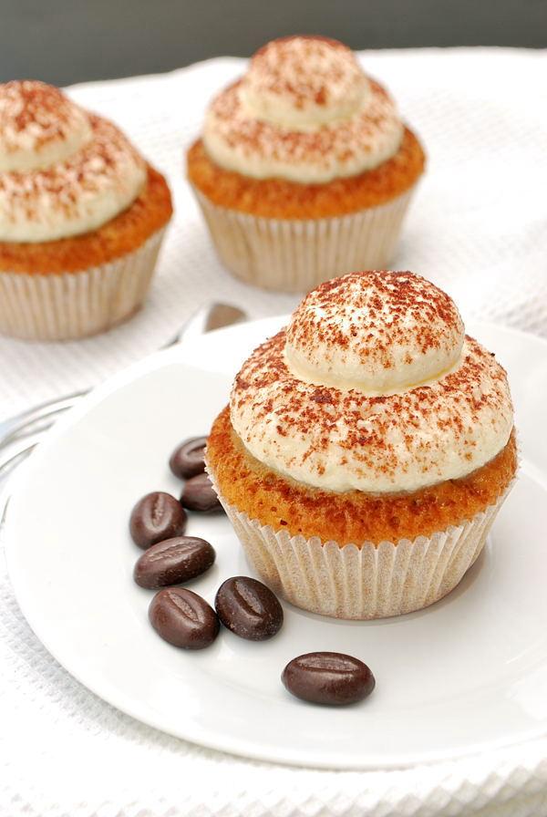Tiramisu-Cupcakes mit Mascarpone-Frosting