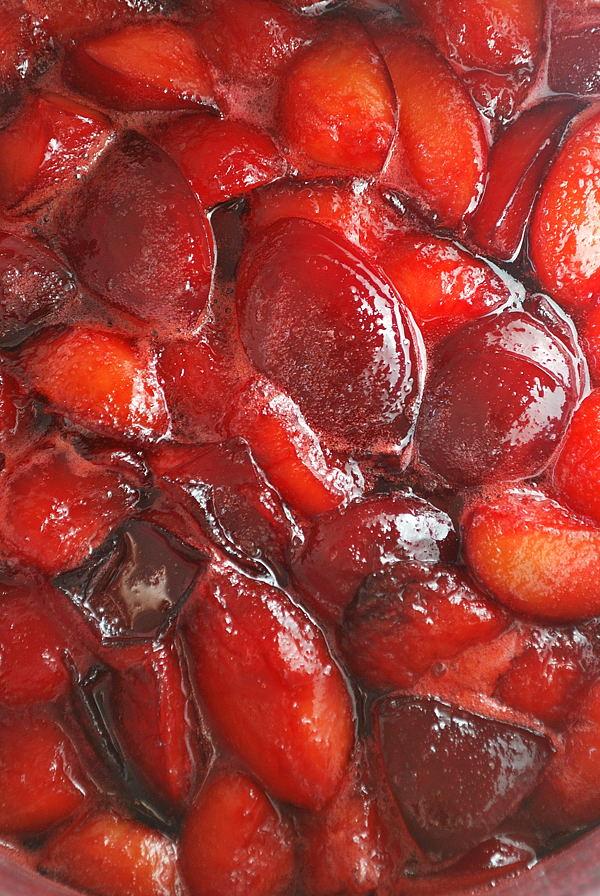 Feine Pflaumenkonfitüre mit Rotwein und Zimt