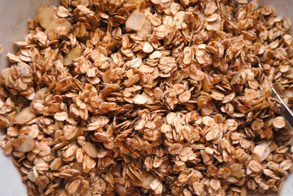 Winterliches Knuspermüsli mit dreierlei Mandeln