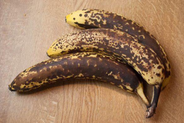 Bananen-Käsekuchen mit Rum-Karamell-Sauce