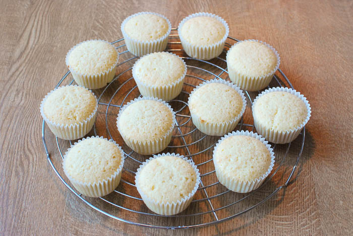 Vanille-Cupcakes mit fluffigem Marshmallow-Frosting