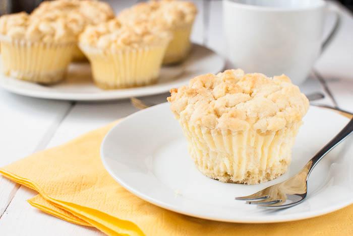 Käsekuchen-Muffins mit Streuseln – Kaffee & Cupcakes