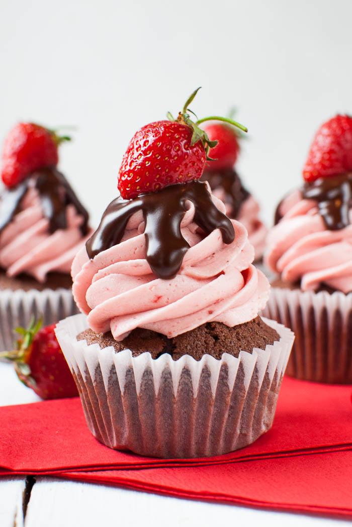 Erdbeer-Schoko-Cupcakes mit Ganache