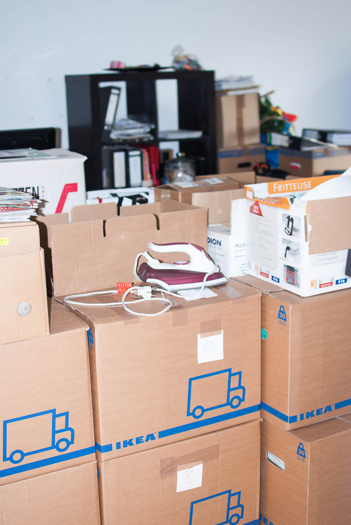 Wohnzimmer Kartons Umzug
