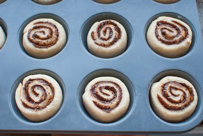 Nutella-Zimtschnecken-Muffins mit Guss