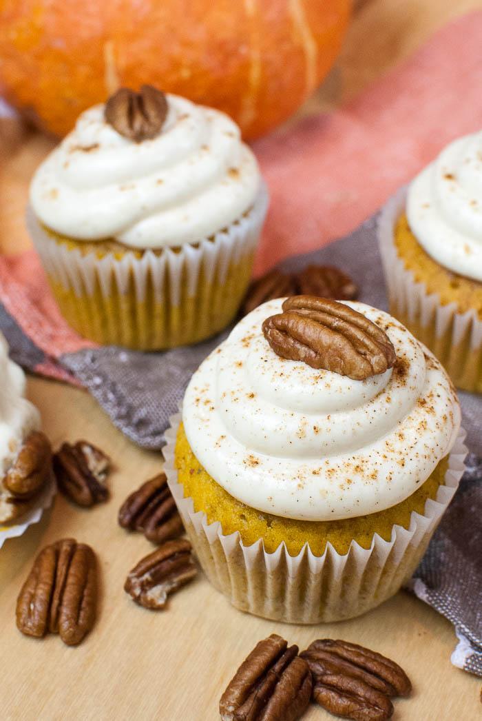Kürbis-Cupcakes mit Zimt-Frischkäse-Frosting