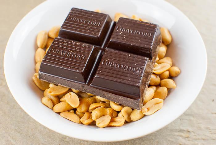 Erdnussberge mit Zartbitterschokolade