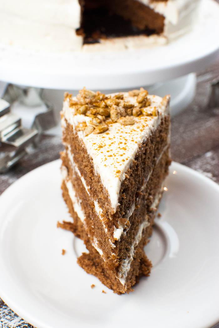 Lebkuchen-Torte mit Zimt-Sahne-Creme und gebrannten Sonnenblumenkernen