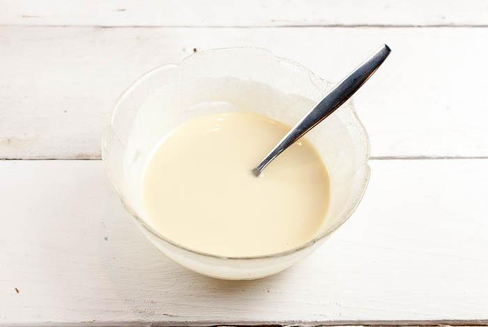 Knackige Weiße-Schoko-Zimt-Glasur für Eiscreme