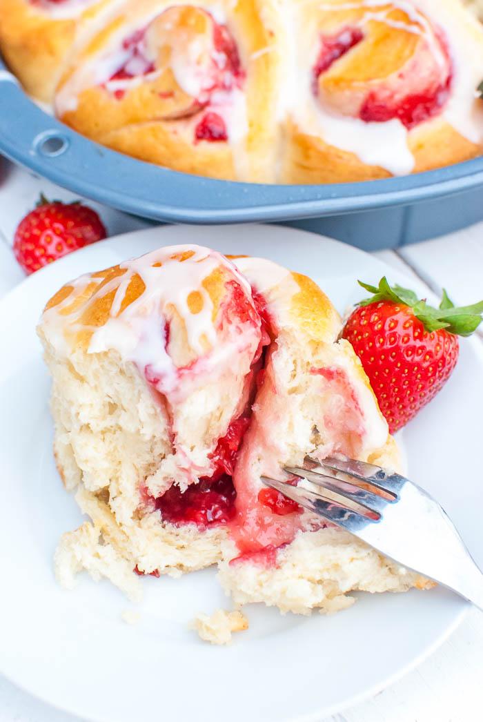 Schnelle Erdbeer-Schnecken mit Guss (vegan)