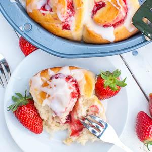 Schnelle Erdbeer-Schnecken mit Guss