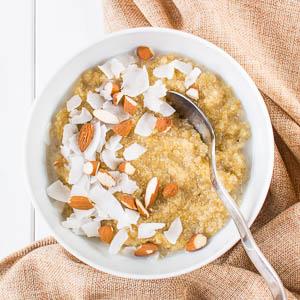 Süßer Quinoa-Frühstücksbrei