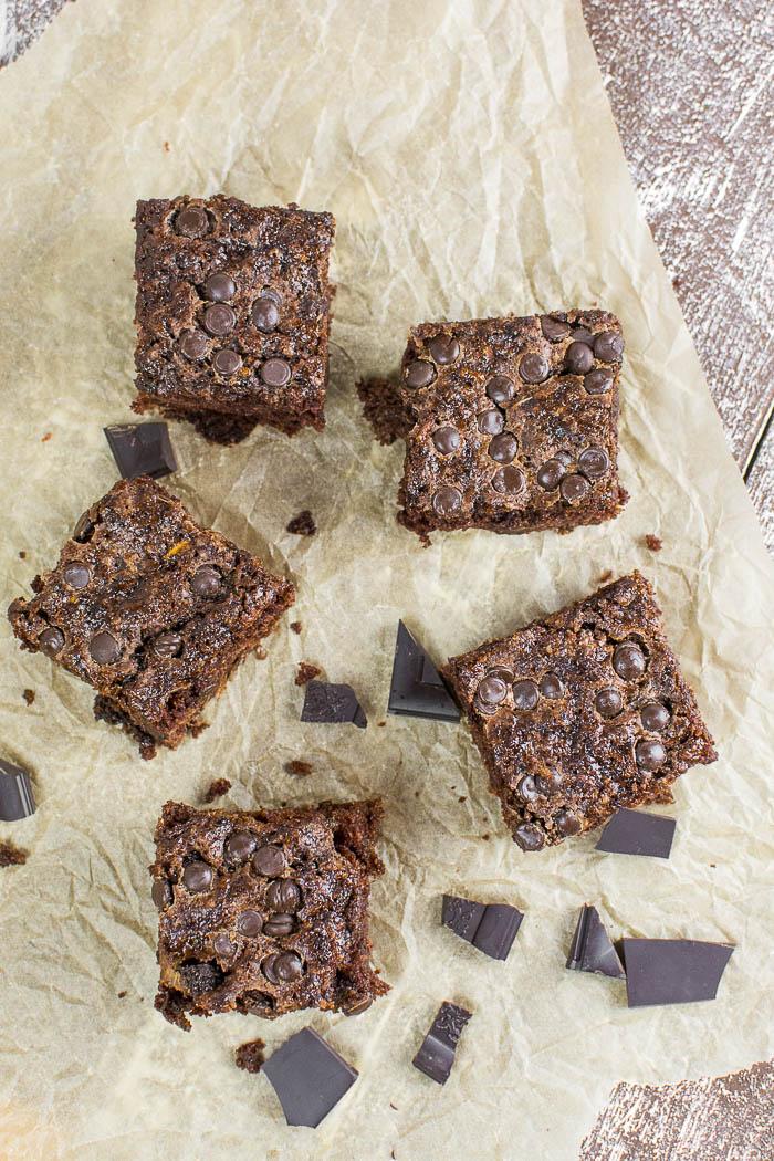 Super saftige Zucchini-Brownies mit Chocolate Chips {vegan}
