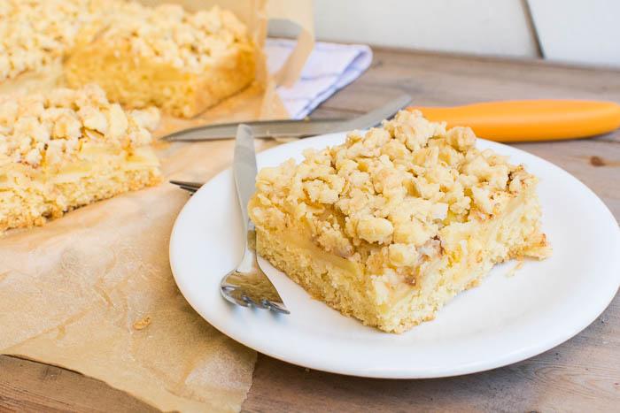 Saftiger veganer Apfel-Streuselkuchen vom Blech