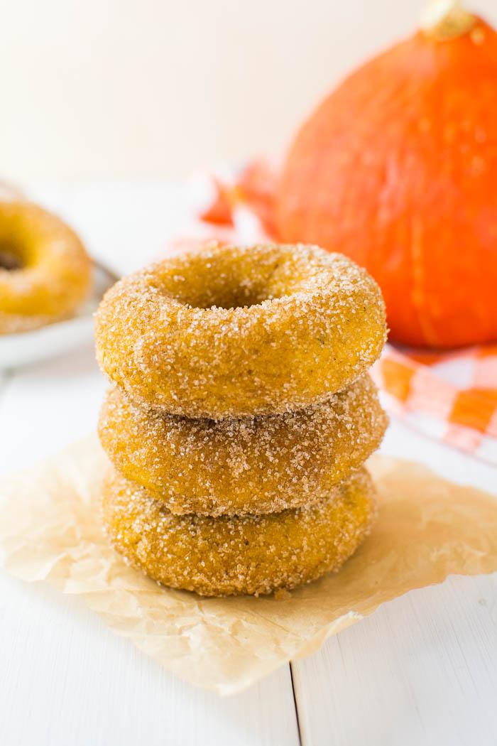 Gebackene vegane Kürbis-Donuts