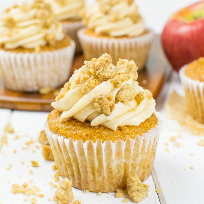 Apple-Crumble-Cupcakes mit Apfel-Füllung und Knusperstreusel {vegan}