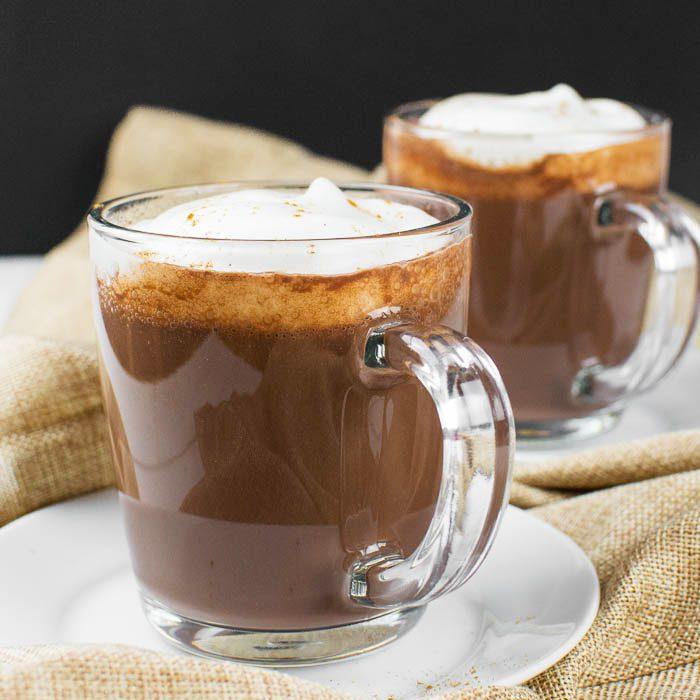 Cremige vegane heiße Schokolade (Kakao)