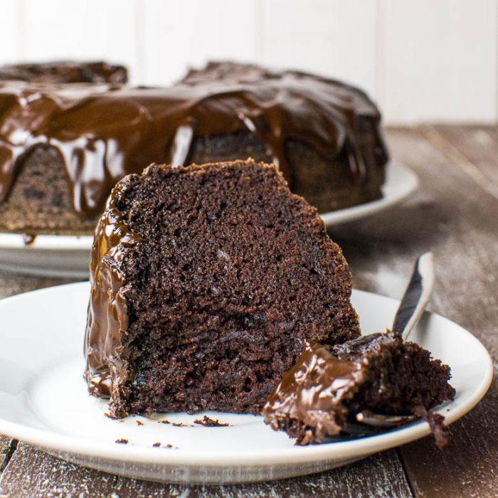 Saftiger Schoko-Kuchen mit Glasur