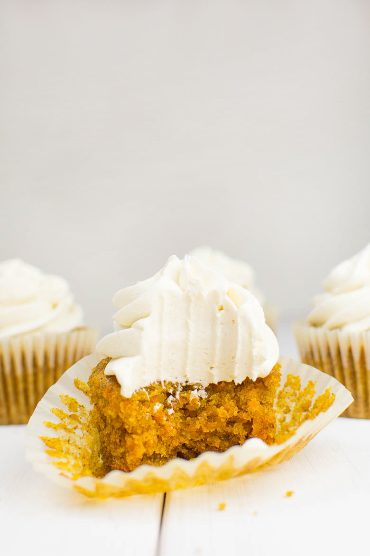 vegane Karotten-Cupcakes mit Cashew-Kokos-Creme