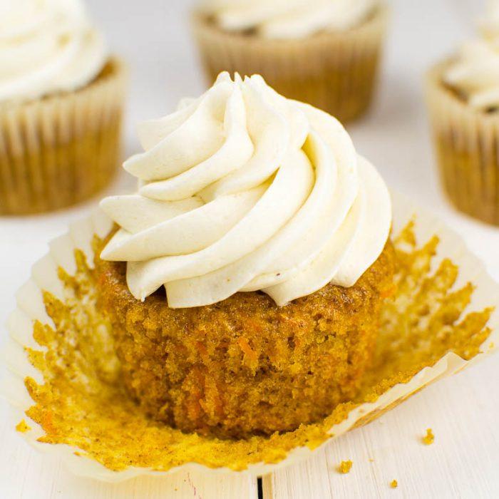 Karotten-Cupcakes mit Cashew-Kokos-Creme