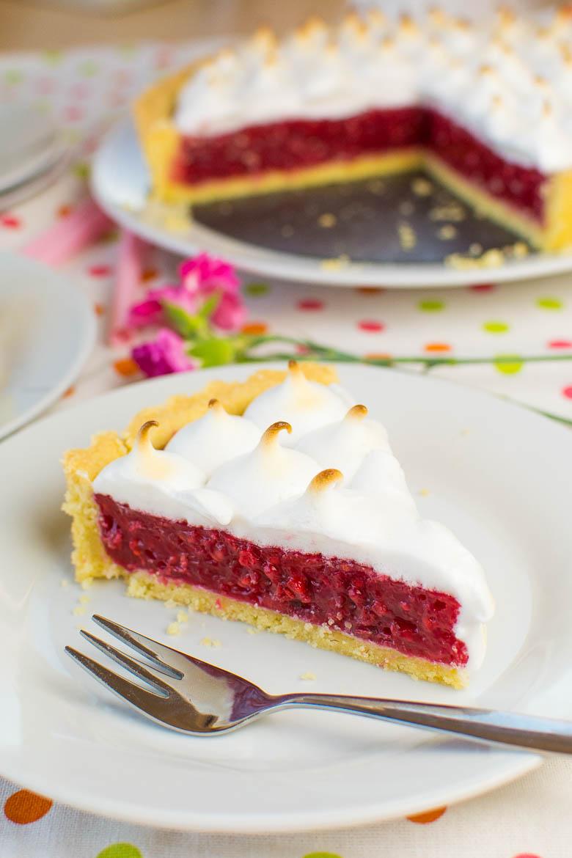 Vegane Himbeer-Baiser-Torte