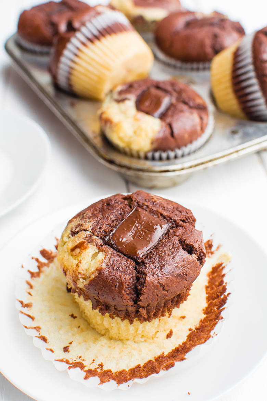 marmor muffins mit schoko kern kaffee cupcakes. Black Bedroom Furniture Sets. Home Design Ideas