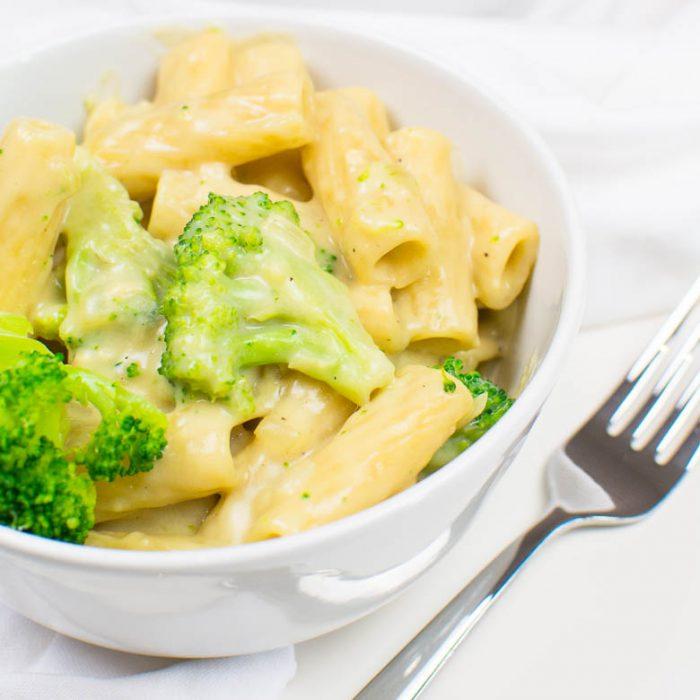 Einfache Tortiglioni mit Brokkoli in cremiger Sauce