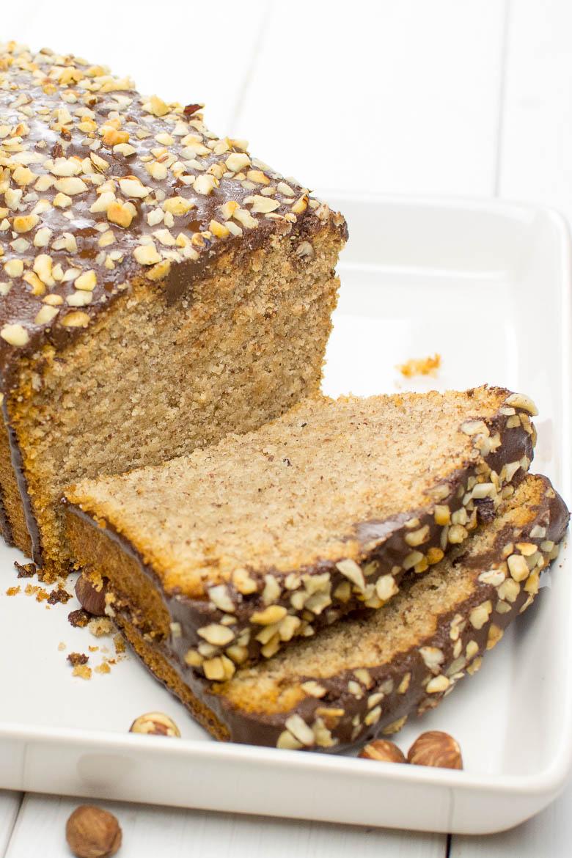 Saftiger Haselnusskuchen mit Schoko-Glasur (vegan)