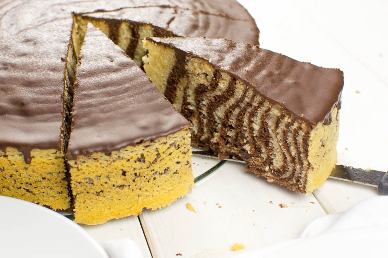 Veganer Zebrakuchen mit Schokoladenguss