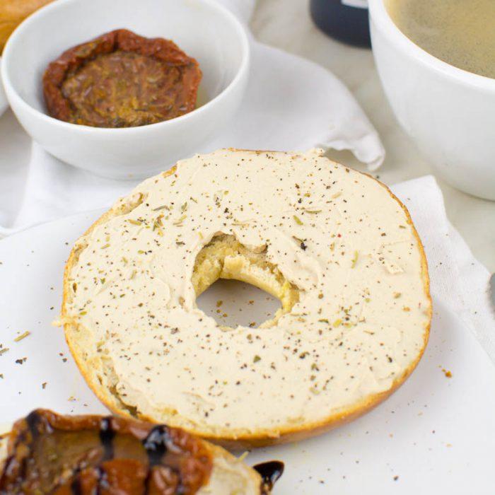 Selbstgemachter Frischkäse aus Sojamilch (vegan, nur 3 Zutaten)