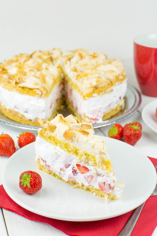Vegane Trümmertorte mit Erdbeeren (Baiser-Torte)