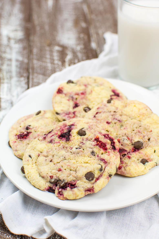 Himbeer-Vanille-Cookies mit Chocolate Chips (vegan)